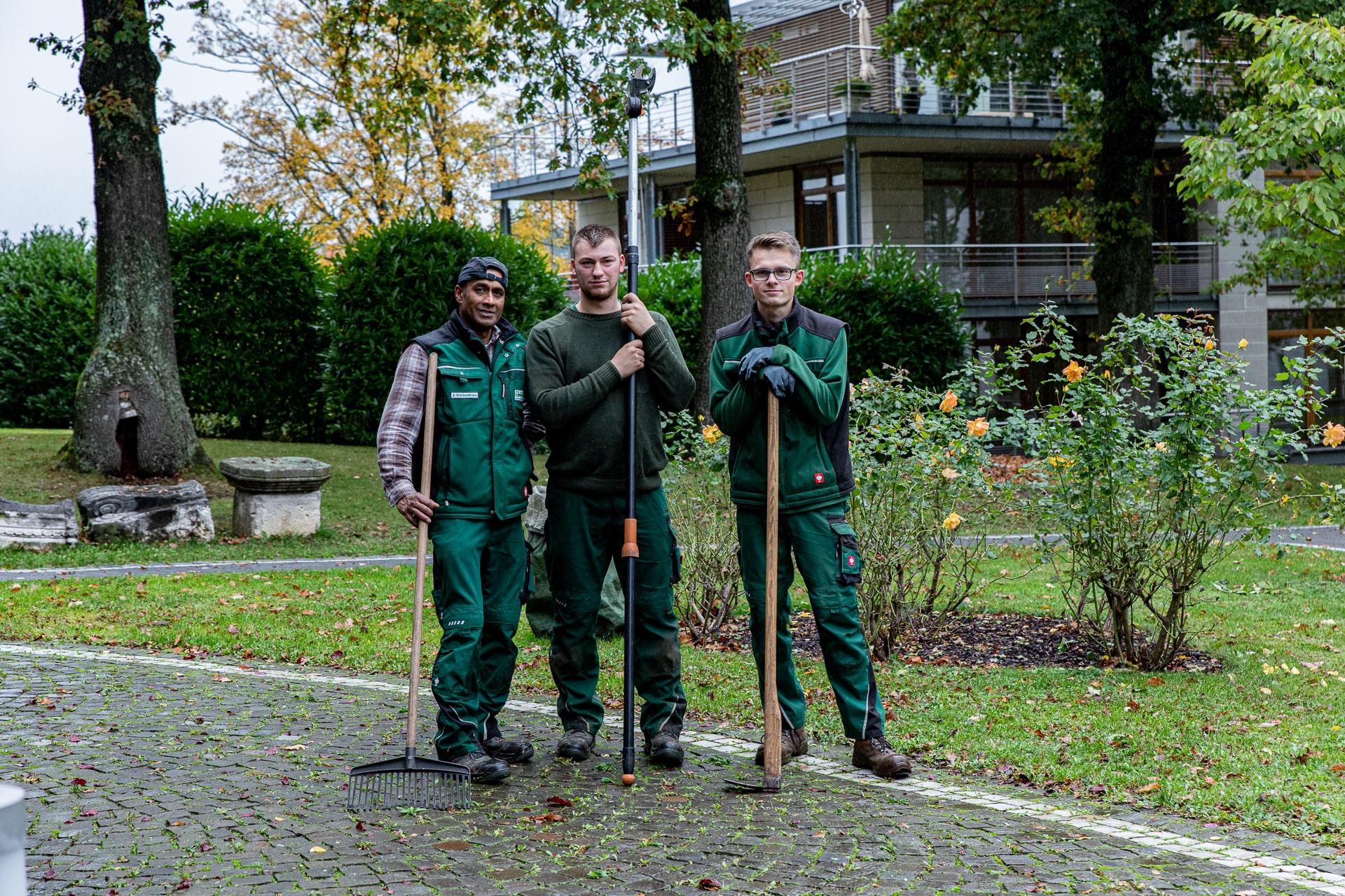 Lorenz Landschaftsbau Gartenpflege Team
